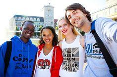 """Bei uns gibt es eine Vielzahl an coolen Abi-Motiven. Inspirieren lassen könnt Ihr Euch zum Beispiel auf unserer Seite für Abschluss T-Shirts. Dort findet Ihr eine Zusammenstellung von verschiedenen Designs, einige ganz simpel mit einem """"Abi 2013"""" Logo, andere etwas lustiger wie beispielsweise """"Dr. Copy and Mr. Paste"""". www.t-shirt-mit-druck.de"""
