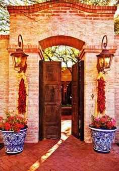 62 Ideas garden courtyard ideas spanish style potted plants for 2019 Hacienda Decor, Hacienda Style Homes, Mexican Hacienda, Spanish Style Homes, Spanish House, Spanish Colonial, Mexican Style, Fachada Colonial, Mexico House
