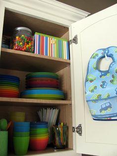Kitchen Organization, Storage Organization, Storage Hooks, Kabine, Home Interior, Baby Feeding, Cabinet Doors, Getting Organized, Organized Mom