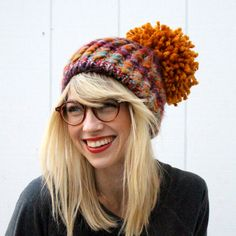 Oversized Pom Pom Beanie DIY (an easier method than the cardboard donut) Crochet Beanie, Knitted Hats, Knit Crochet, Crochet Hats, Slouch Hats, Mein Style, Diy Hat, How To Purl Knit, Loom Knitting