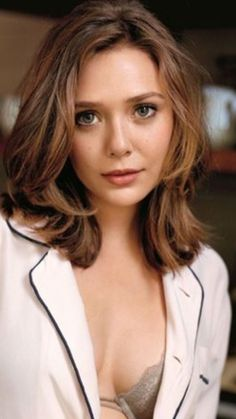 Considering this haircut Beautiful Celebrities, Beautiful Actresses, Beautiful Women, Beautiful Body, Photographie Portrait Inspiration, Elizabeth Olsen Scarlet Witch, Olsen Sister, Girl Photography, Hollywood Actresses