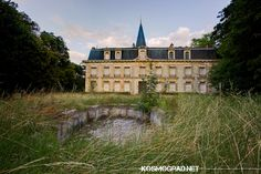 Abandoned French château