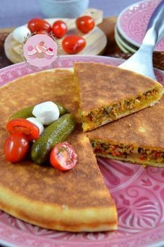 The keto diet can be a challenge, but these 19 keto meal prep ideas will put a little prep in your step. Plats Ramadan, Algerian Recipes, Keto Recipes, Cooking Recipes, Ramadan Recipes, Ramadan Food, Quiches, Arabic Food, Snacks