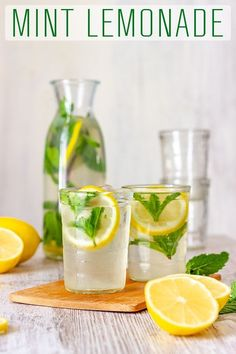 This homemade mint lemonade is refreshing, tasty and perfect for summer parties. This summer drink is made with fresh lemon juice and fresh mint and only takes minutes to make. via Happy Foods Tube lemonade drink Mint Recipes, Detox Recipes, Organic Recipes, Juice Recipes, Shake Recipes, Recipes With Fresh Mint, Summer Drink Recipes, Tea Recipes, Smoothie Recipes