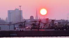 L'armée américaine renforce sa présence en Europe de l'Est. Le 13 février, des dizaines hélicoptères de type Chinook, Apache et Black Hawk ont débarqué à Bremerhaven, ville portuaire de la mer du Nord.