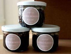 DIY Kaffee Peeling :: 1 Teil Kaffeepulver, 1 Teil Zucker, Olivenöl, evtl. noch Zimt oder Vanille // mischen, abfüllen, fertig