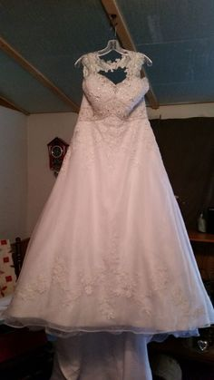 aa610e673b08 White Ivory or Custom Made. A: The wedding dress does not include any  accessories such as gloves, wedding veil and the crinoline petticoat ( show  on the ...