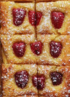 FIT CIASTO KOKOSOWE Z MALINAMI Fig Cake, Cookies And Cream Cake, Good Food, Yummy Food, Kitchen Recipes, Food Porn, Dessert Recipes, Food And Drink, Tasty
