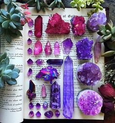 Happy Friday everyone!  Enjoying some purple crystal inspo from @zeadsdead these look amazing!  (Photography by @zeadsdead )