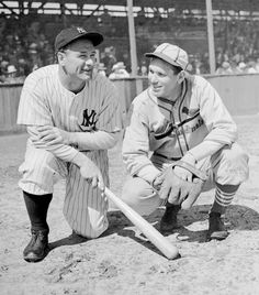 Lou Gehrig, New York Yankees, and Dizzy Dean, St. Louis Cardinals The great Lou Gehrig and Dizzy ( I remember listening to and watching Dizzy broadcast with Pee Wee Reese But Football, Sports Baseball, Baseball Cards, Basketball, Cardinals Baseball, St Louis Cardinals, Mlb Players, Baseball Players, Lou Gehrig