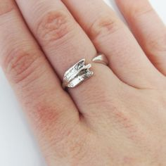 Zilverkleurige ring pijl via mindfulloffashion. Click on the image to see more!