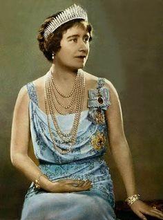 La Reina Madre Isabel  La Hannover Fringe  fue encargada por Jorge III en 1.830, a lo largo de los años ha sido lucida por las reinas consortes.