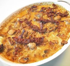 Mørbradbøffer i cremet flødesovs med bacon, champignon og bløde løg Vegetarian Recipes, Cooking Recipes, Cook N, Scandinavian Food, Danish Food, Lunches And Dinners, Food Inspiration, Macaroni And Cheese, Lchf