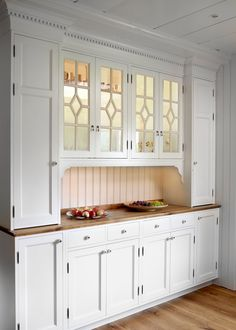 Inset pantry for kitchen Kitchen Decor, Kitchen Inspirations, Restaurant Interior Design, Retro Kitchen, Kitchen Interior, Home Kitchens, Cozy Kitchen, Kitchen Renovation, Country Kitchen
