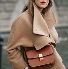 Celine box bag and camel coat Estilo Fashion, Fashion Mode, Ideias Fashion, Womens Fashion, Fashion Trends, Camel Coat Outfit, Beige Outfit, Mode Outfits, Winter Outfits