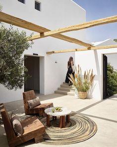 Trendy home exterior mediterranean patio Ideas Home, House Exterior, Interior And Exterior, House Design, Mediterranean Homes, Outdoor Spaces, New Homes, Outdoor Design, Exterior