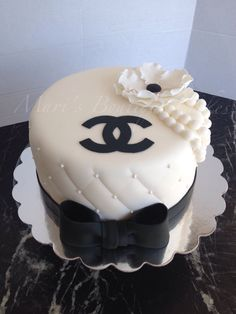 Chanel Cake - by Mari's Boutique Cakes