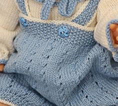 Cutest baby doll knitting pattern of the year Knitted Doll Patterns, Knitted Dolls, Doll Clothes Patterns, Clothing Patterns, Knitting Patterns, Cute Baby Dolls, Cute Babies, Laine Drops, Baby Born