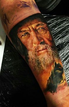 what do you think – ready for your own Hobbit tattoo or at least ready to… Smaug Tattoo, Gandalf Tattoo, Hobbit Tattoo, Tolkien Tattoo, Fan Tattoo, Ring Tattoos, Body Art Tattoos, Rings Film, Badass Tattoos
