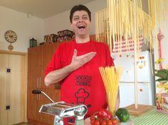 DOMÁCÍ TĚSTOVINY RECEPT, PRAKTICKÝ NÁVOD A JEDNODUCHÝ RECEPT. MUSÍTE VID... Super Pizza, Pickles, Spaghetti, Youtube, Cooking, Tableware, Kitchen, Dinnerware, Tablewares