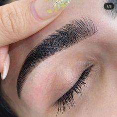 Mircoblading Eyebrows, Eyebrows Goals, Arched Eyebrows, How To Draw Eyebrows, Threading Eyebrows, Thick Eyebrow Shapes, Perfect Eyebrow Shape, Thick Brows, Perfect Brows