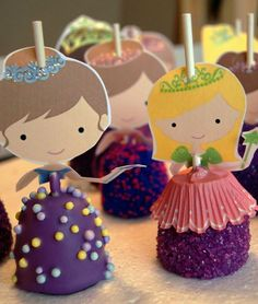 Princess cake pops with toppers. perfect for princess baby shower by laurie Baby Shower Princess, Princess Birthday, Princess Party, Frozen Princess, Party Fiesta, Festa Party, Party Treats, Party Cakes, 3rd Birthday Parties