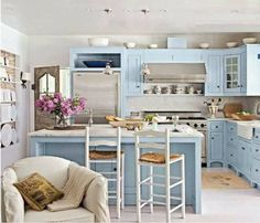 what a pretty kitchen! like the blue cabinets Cocina Shabby Chic, Shabby Chic Kitchen, Country Kitchen, Kitchen Decor, Kitchen Design, Open Kitchen, Kitchen Cupboards, Kitchen Ideas, Pastel Kitchen