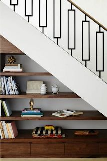 Shelves Under Stairs, Stair Bookshelf, Stairway Storage, Space Under Stairs, Cool Bookshelves, Under Stairs Cupboard, Bookshelf Ideas, Diy Storage Under Stairs, Under The Stairs