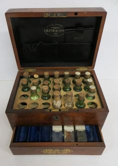 Apothecary box with medicine bottles - 19thc.