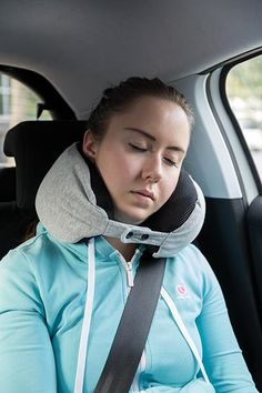 Prevent neck, shoulder and head complaints with this microbead neck pillow. The U-shape of this super soft neck pillow guarantees optimal support for your neck, shoulders and head during long or short trips.