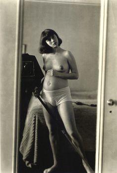 Diane Arbus self-portrait pregnant NYC, 1945