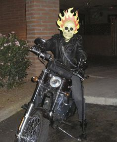 Ghost Rider costume 2010 by on DeviantArt Ghost Rider Costume, Halloween Costumes, Halloween Ideas, Marvel, Deviantart, My Favorite Things, Costume Ideas, Pictures, Treats