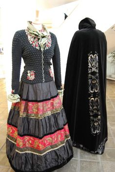 And a cape, enter dangerous territory. Dark Mori, Mori Fashion, Going Out Of Business, Bridal Crown, Dark Forest, Cozy Christmas, Mori Girl, Folklore, Lisa