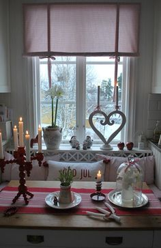 Swedish decor Swedish decor The post Swedish decor appeared first on Skandinavisch Diy. Norwegian Christmas, Christmas Kitchen, Noel Christmas, Scandinavian Christmas, Scandinavian Style, All Things Christmas, Christmas Photos, Xmas, Swedish Christmas Decorations