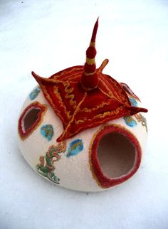 Thai wool cat house Thailand Luxury cat felted by FeltSilkArtGift Felted Wool, Wool Felt, Heated Outdoor Cat House, Modo Normal, Cat House Plans, Felt House, Cat Cave, Paisley, Bed Lights