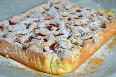 Prajitura cu iaurt si capsuni   MiremircMiremirc Romanian Desserts, Russian Desserts, Banana Bread, Bakery, Sweet Treats, Deserts, Pudding, Sweets, Healthy Recipes