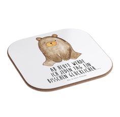 Quadratische Untersetzer Bär sitzend aus Hartfaser  natur - Das Original von Mr. & Mrs. Panda.  Dieser wunderschönen Untersetzer von Mr. & Mrs. Panda wird in unserer Manufaktur liebevoll bedruckt und verpackt. Er bestitz eine Größe von 100x100 mm und glänzt sehr hochwertig. Hier wird ein Untersetzer verkauft, sie können die Untersetzer natürlich auch im Set kaufen.    Über unser Motiv Bär sitzend  Ab heute werde ich jeden Tag ein bisschen glücklicher...    Verwendete Materialien  Hartfaser…