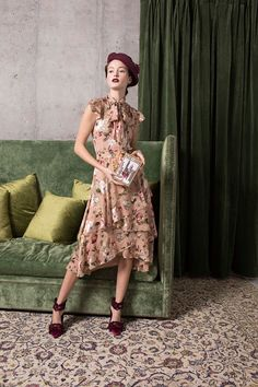 Alice + Olivia Pre-Fall 2018 collection, runway looks, beauty, models, and reviews.