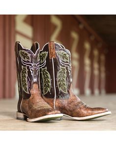 Look Smarter in Men's Boots. There is a wide range of men's footwear that is available in the current market. All these shoes cater to the choice of the modern men with their Country Boys, Mens Country Boots, Country Wear, Country Outfits, Country Style, Men's Style, Brown Boots Outfit, Reebok, Mens Boots Fashion
