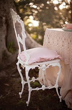 Vintage Pink Chair and Scalloped Lace Table Cover Shabby Cottage chic Shabby Chic Chairs, Shabby Chic Cottage, Cozy Cottage, Vintage Shabby Chic, Shabby Chic Homes, Shabby Chic Furniture, Cottage Style, Pink Furniture, Vintage Pink