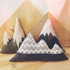 Mountain pillows for your home, great with any decor. Woody feel and added coziness to any rustic or cabin themed room. So adorable! Sewing Projects, Projects To Try, Décor Antique, Room Themes, Boy Room, Throw Pillows, Diy Pillows, Cushions, Room Decor