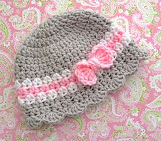 For idea. Baby Girl Hat With Bow Pattern pattern by Lisa Corinne Crochet available for purchase on Ravelry. Such sweet colours and the cutest bow ever! Crochet Bow Pattern, Crochet Baby Hat Patterns, Crochet Bows, Crochet Cap, Baby Girl Crochet, Crochet Baby Hats, Crochet Beanie, Baby Blanket Crochet, Baby Patterns
