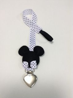 Fita para chupeta Mickey Eco Baby, Sewing To Sell, Dummy Clips, Pacifier Holder, Creation Couture, Art N Craft, Fitness Gifts, Reborn Baby Dolls, Felt Art