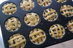 appeltaartjes van appeltaartdeeg in muffinvormmini appeltaartjes van appeltaartdeeg in muffinvorm Mini Cookies, Cake Cookies, Baking Recipes, Cake Recipes, Birthday Pies, Tasty Videos, Vegan Christmas, High Tea, Cake Plates