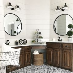 Shiplap, painted tile, oh my! @clareandgracedesigns's bathroom transformation is perfection! ❤️
