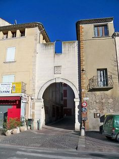 Manosque - Porte rempart - Provence - France