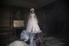 Oscar Carvallo Couture 2016 Electric Blossom Paris. Bride. Dentelle. Gipiur. Argent