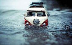 'Traveling Cars Adventure' is a photo series by 22 year old Swiss photographer, Kim Leuenberger. Miniature Photography, Toys Photography, Creative Photography, Travel Photography, Micro Photography, Fruit Photography, Photography Ideas, Vw Bus, Vw Volkswagen