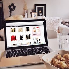 Goodmorning! Breakfast and some Fashion-Vintage shopping, a perfect way to start your day we say! What are you up to? #fashion #vintage #fashionvintage #breakfast