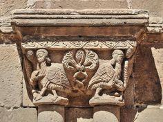 Dragones atacando a arpías - Claustro de la Concatedral de San Pedro, Soria